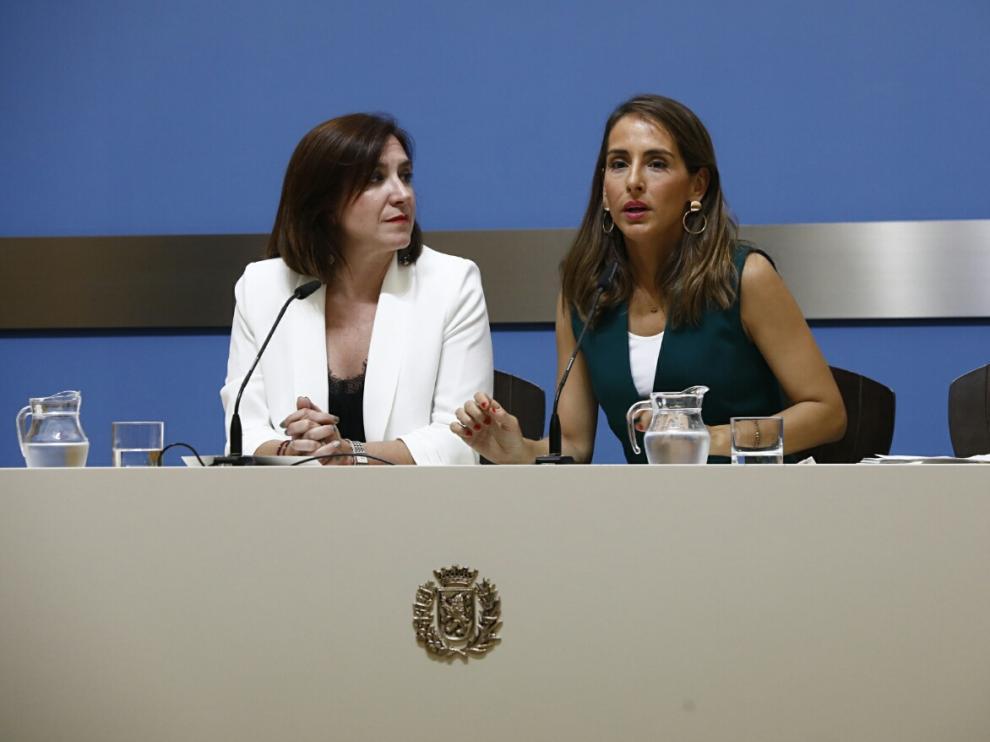 Sara Fernández y María Navarro, este lunes en la presentación de los datos de la auditoría económica.