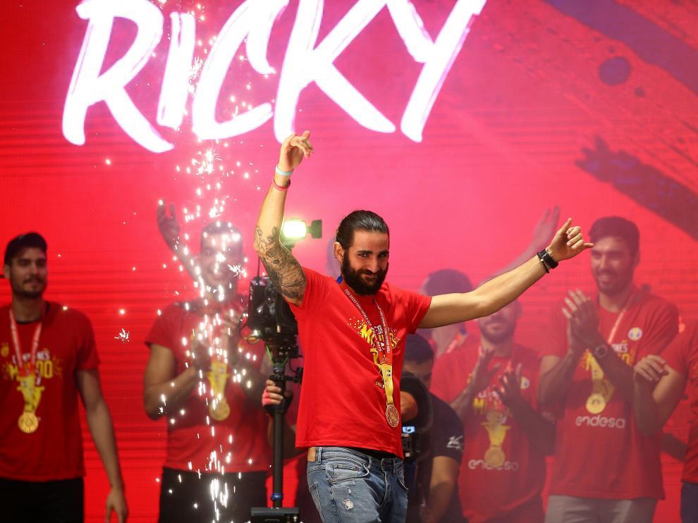 Ricky Rubio, jugador MVP del Mundial de Baloncesto, celebrando ayer la conquista de la medalla de oro