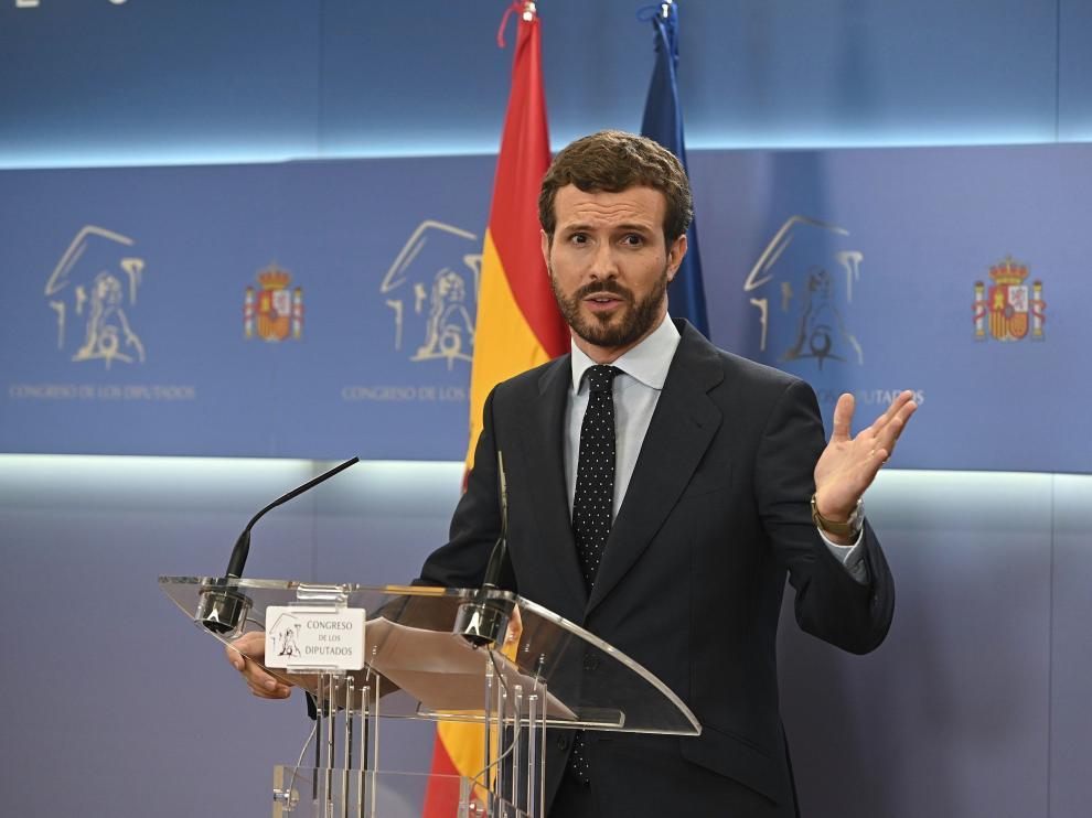 El presidente del PP, Pablo Casado, durante la rueda de prensa ofrecida esta tarde en el Congreso de los Diputados