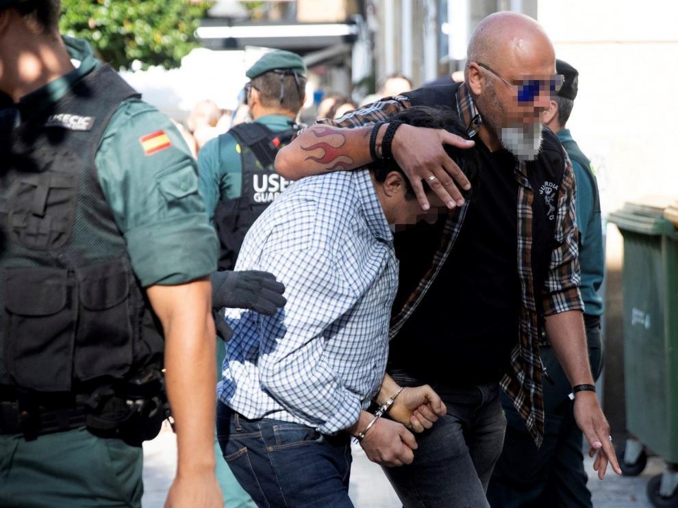 Llega al juzgado el autor confeso del triple crimen de Pontevedra.