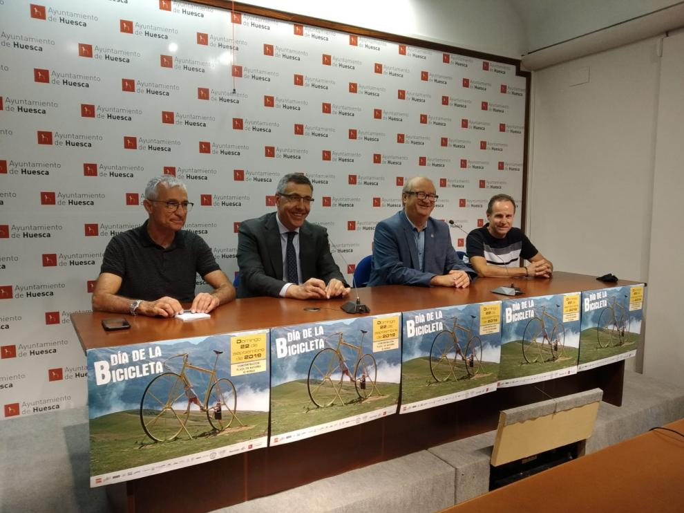 Actos de presentación del Día de la Bici en Huesca.