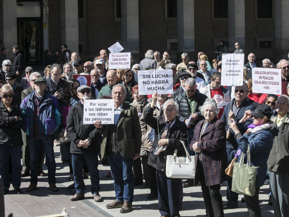 Imagen de una concentración en defensa de las pensiones.