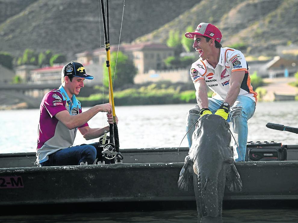 Los hermanos Márquez disfrutaron de una jornada de pesca en el pantano de Mequinenza