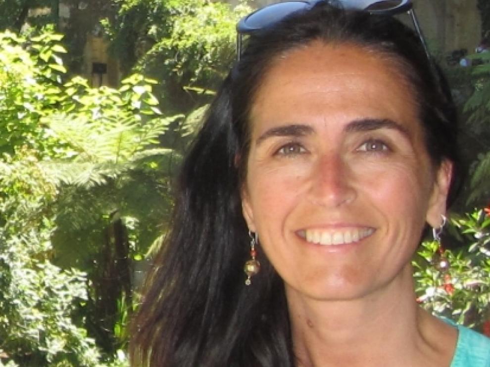 Nacida en Huesca en 1970, Isabel Casasús estudió Veterinaria en la Universidad de Zaragoza y obtuvo su doctorado en 1998.