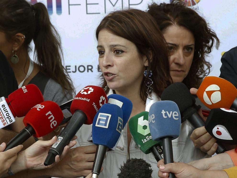 La portavoz del Gobierno, Adriana Lastra, en declaraciones a los medios este sábado.