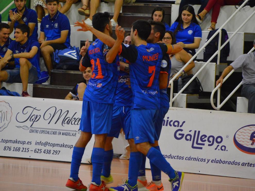 Los jugadores del Colo Colo celebran un gol ante el Bisontes Castellón.