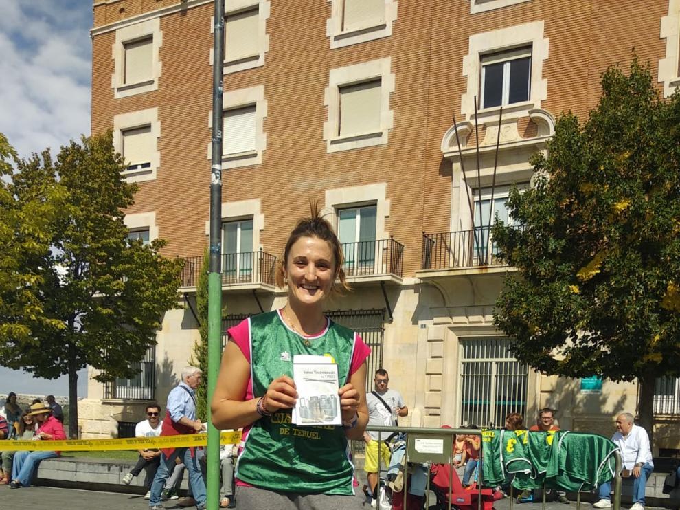 La lanzadora de saco Mónica Ferrer, tras batir el récord de la especialidad.