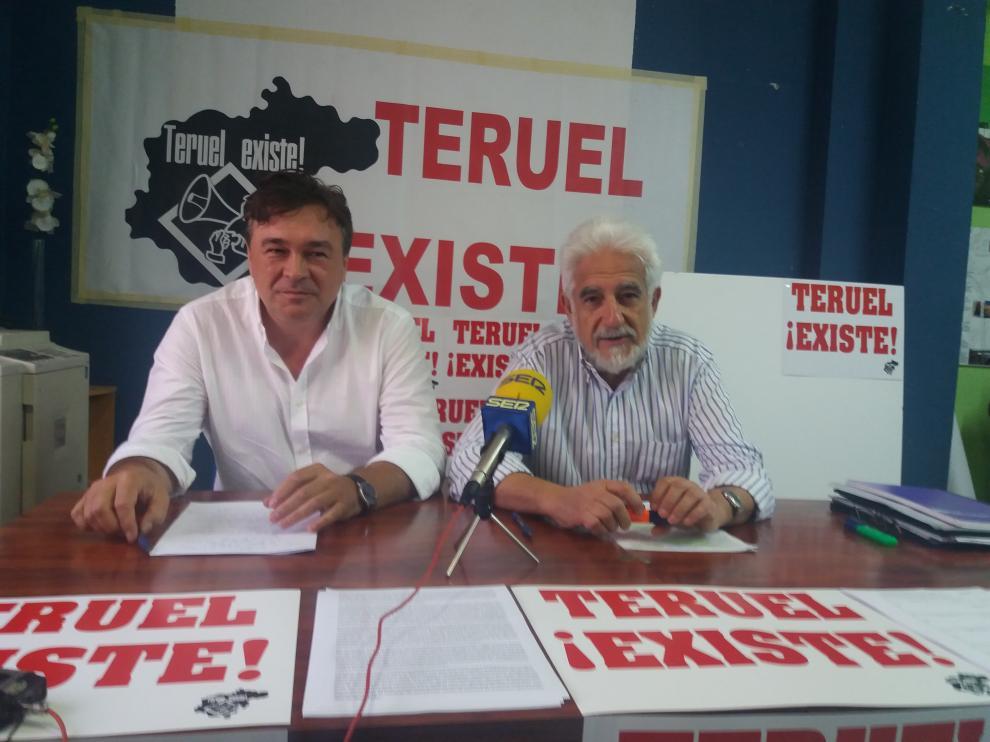 Tomás Guitarte y Manuel Gimeno, de Teruel Existe, al anunciar que la plataforma concurrirá a las elecciones.