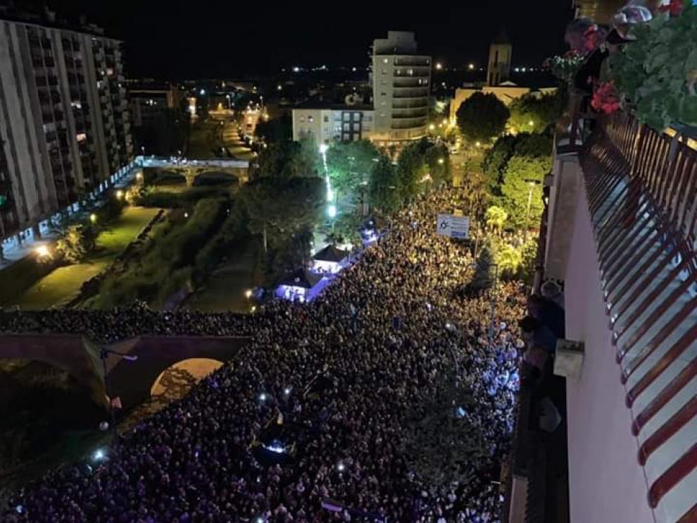 Espectacular imagen de la afluencia de público al concierto de Rosario.