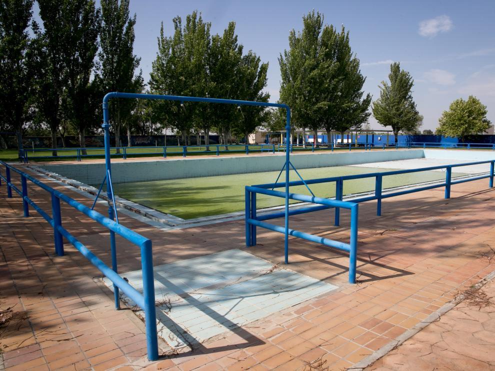Imagen de las piscinas de Casetas, esta semana, tras el cierre de temporada.