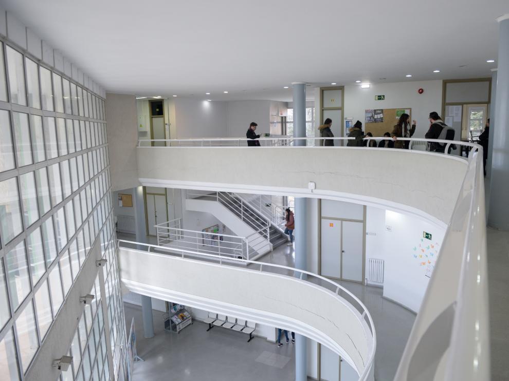 Alumnos en la Facultad de Ciencias Sociales del campus de Teruel.