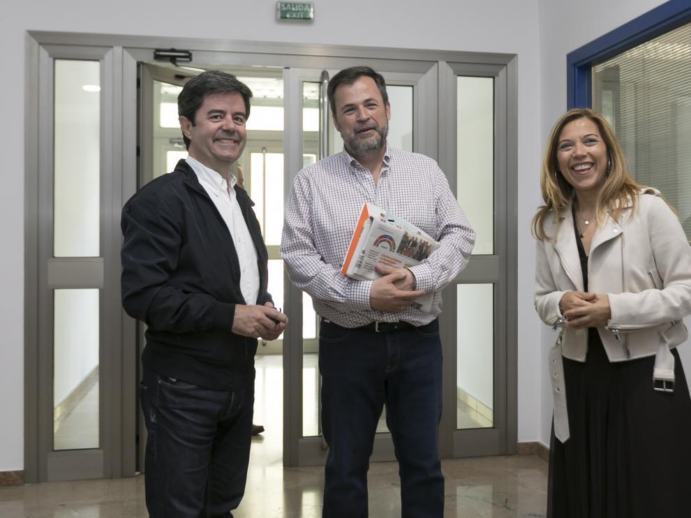 Luis Felipe, José Luis Cadena y Ana Alós (de izquierda a derecha) al día siguiente de las elecciones municipales.