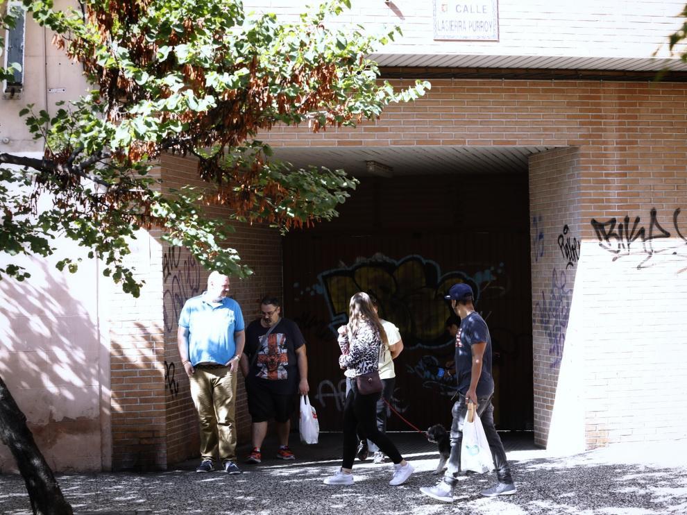 Una imagen de la calle Sierra Purroy, en el barrio de Torrero, donde ha aparecido el cadáver de un hombre.