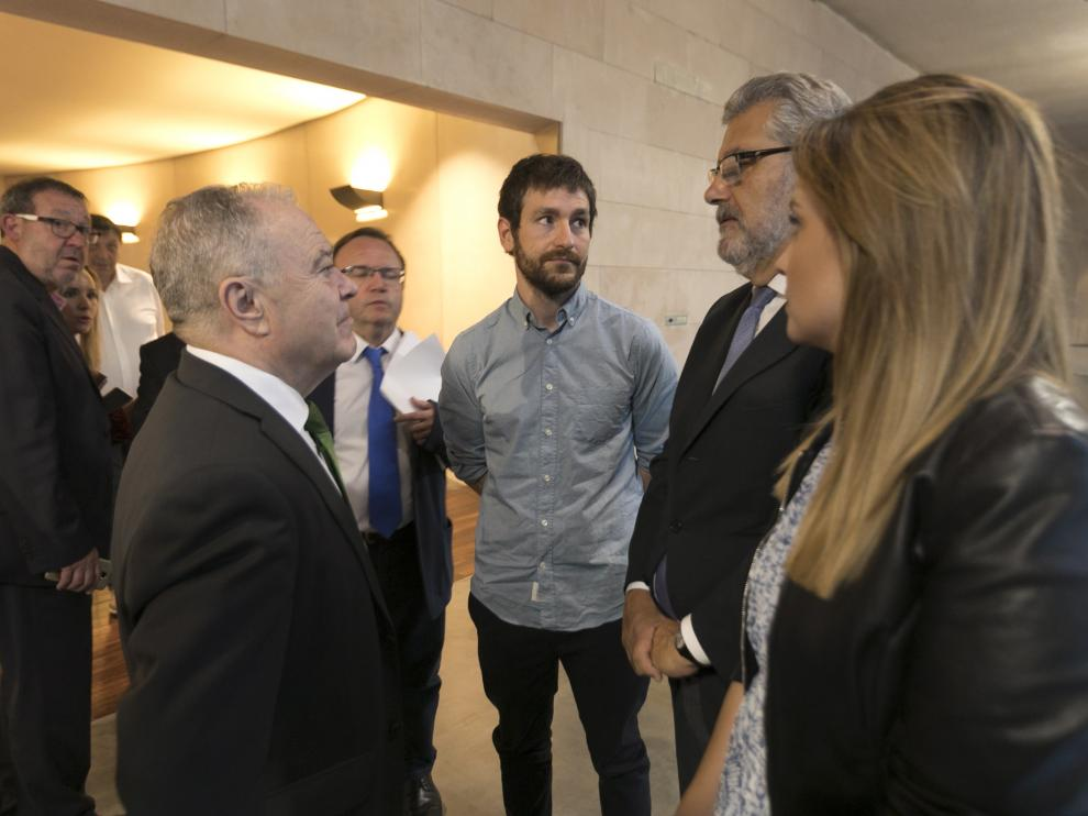 El presidente de la Diputación con el vicerrector, el director general, el vicerrector y la consejera