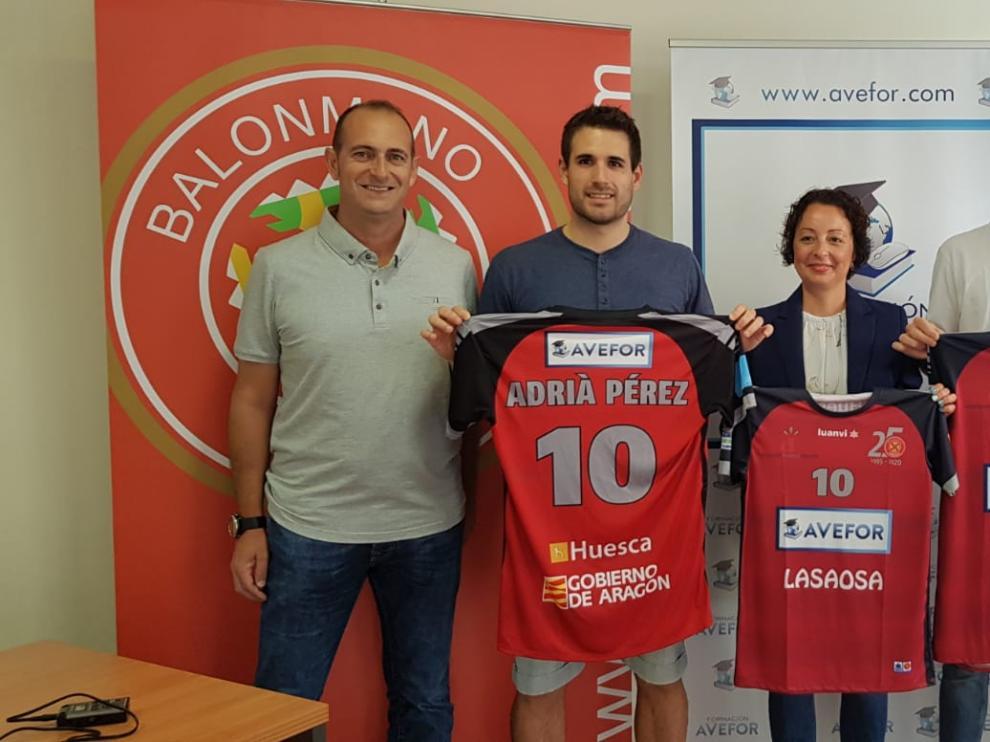 La academia Avefor patrocina al filial y al jugador Adrià Pérez.