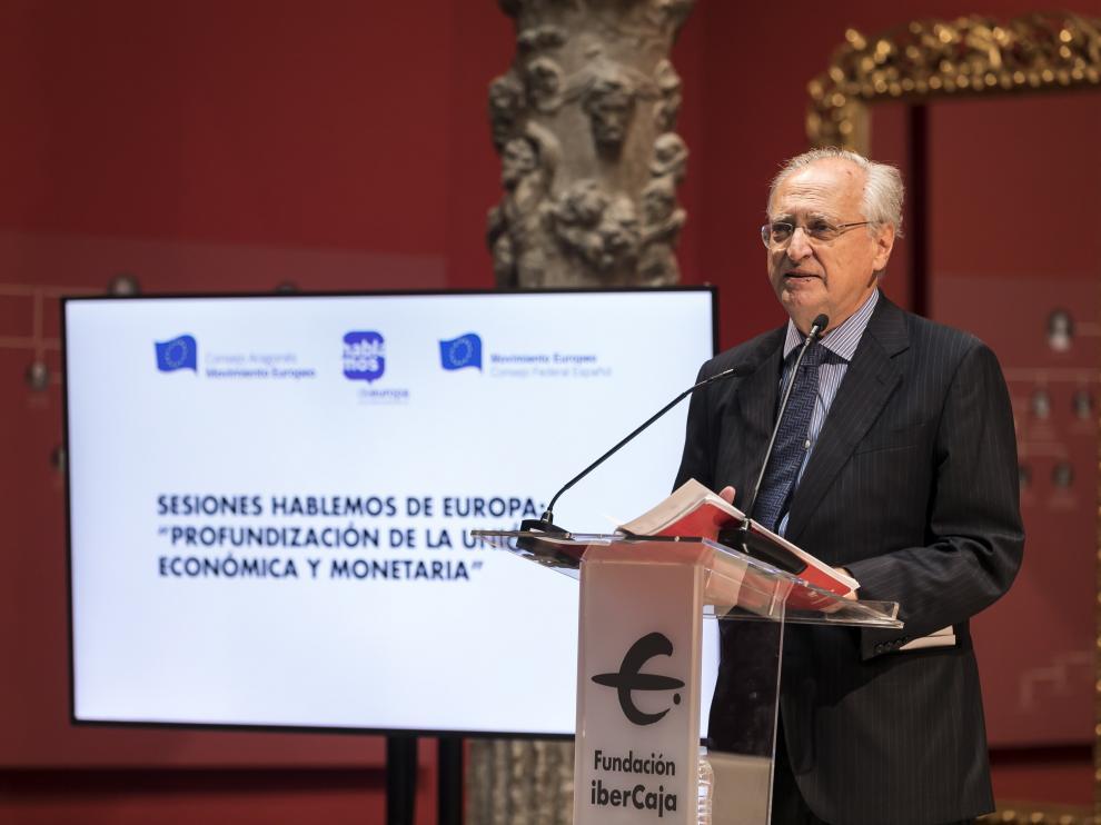 El presidente del Consejo Federal Español del Movimiento Europeo, Francisco Aldecoa Luzárraga, durante su intervención en el Patio de la Infanta.