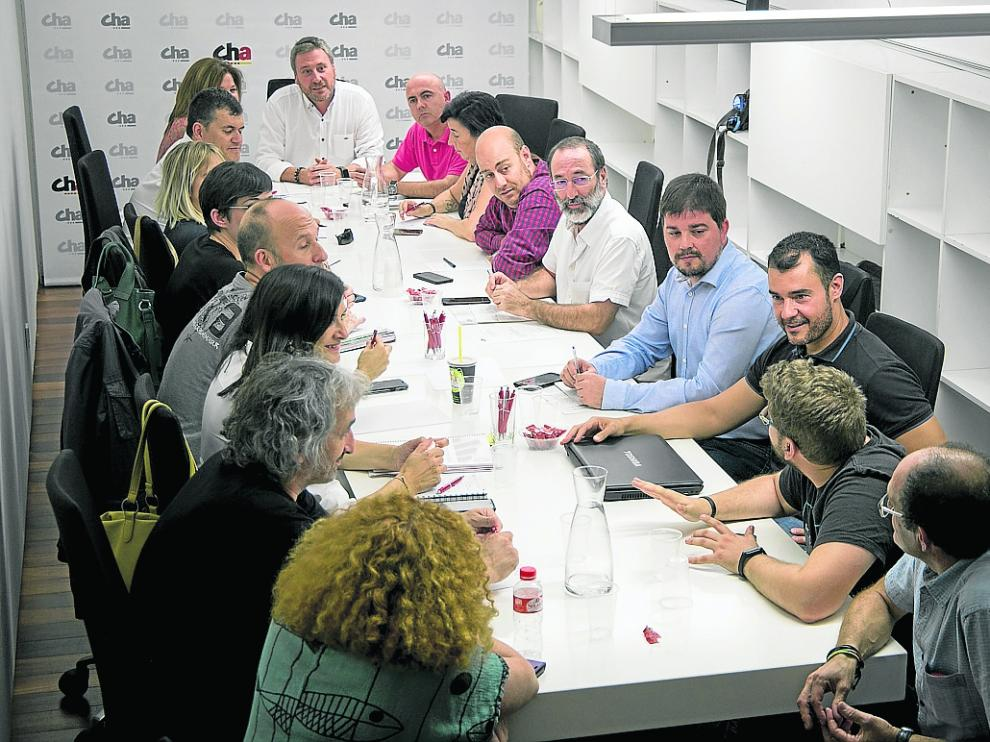 Soro (en el centro), durante el Consello Nazional de CHA celebrado en Zaragoza