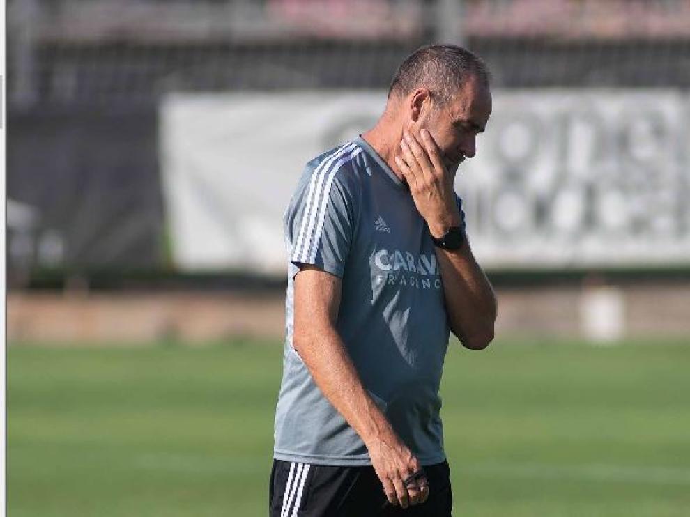 Víctor Fernández, pensativo en la Ciudad Deportiva.
