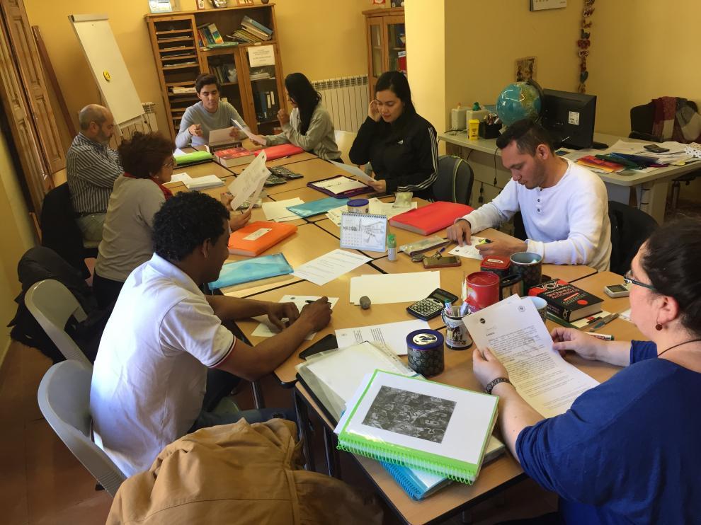 Un grupo de alumnos realizando tareas formativas.