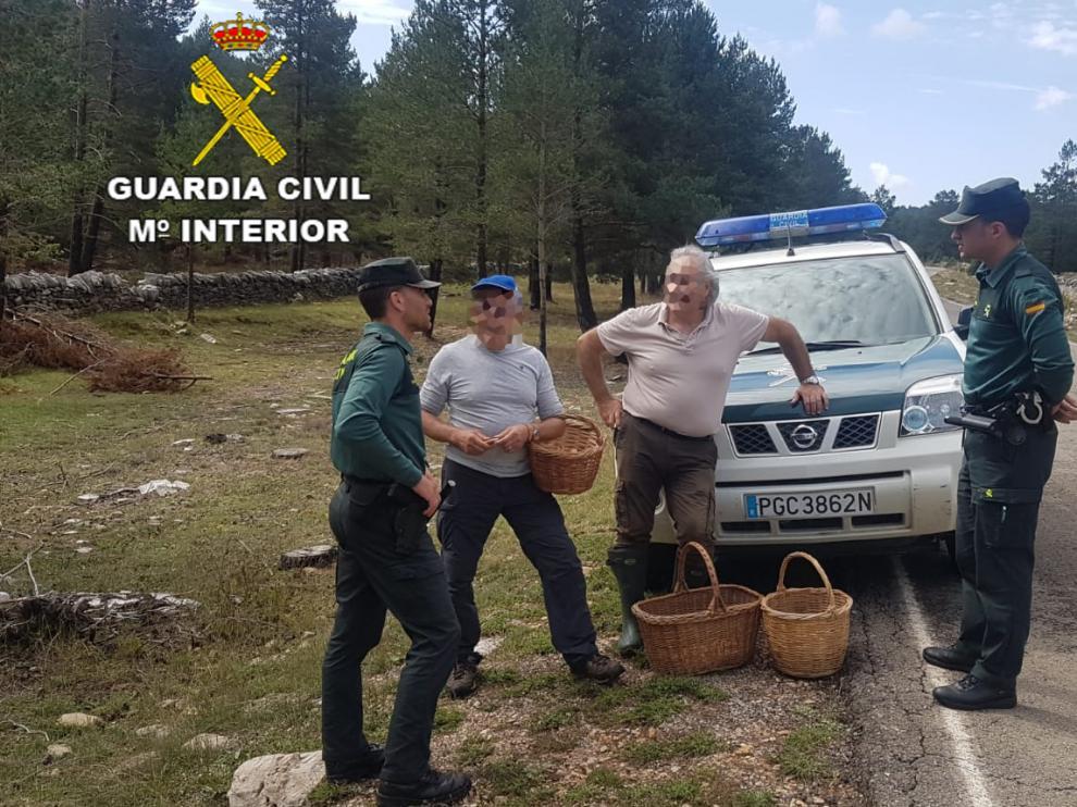 La Guardia Civil auxilia a cinco personas, entre ellas un menor, que se perdieron buscando setas.