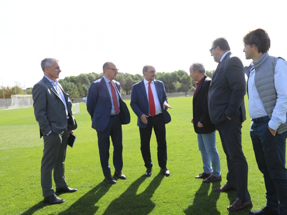 Javier Lambán, junto a Faci, De Diego, Petón, Torres y Ortas, en el IES Pirámide.