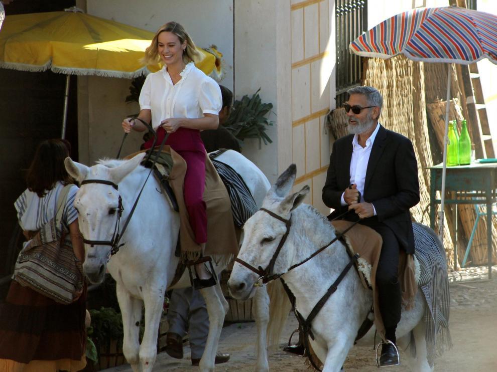 Larson y Clooney, de paseo por Navalcarnero.