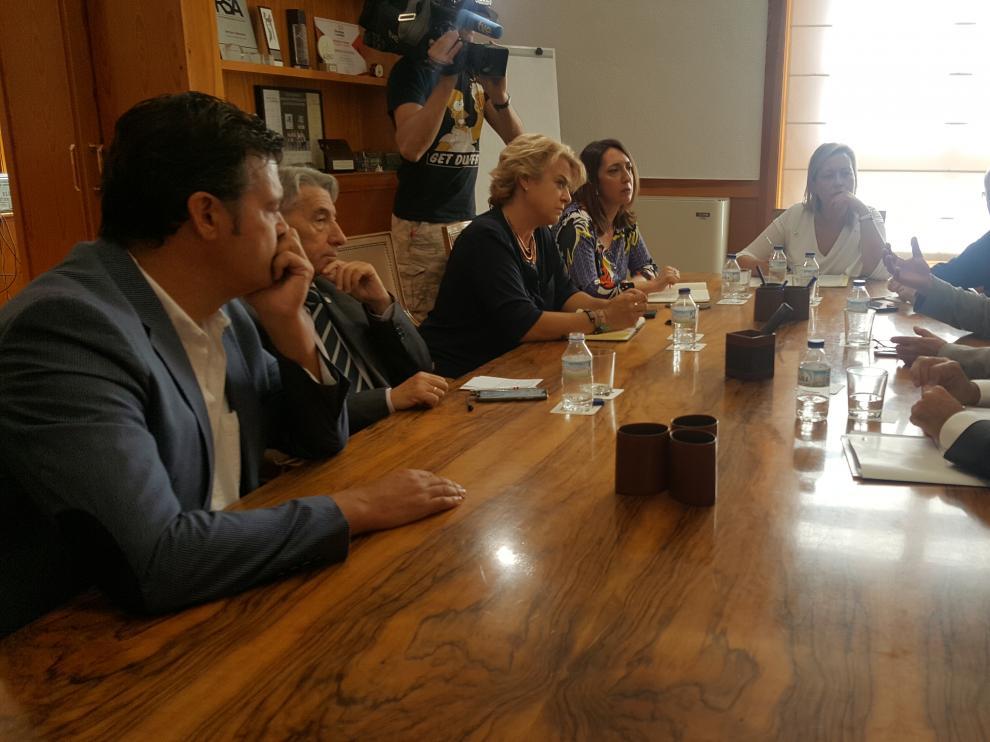 La consejera de Economía, Marta Gastón, se ha reunido hoy con los máximos responsables de CEOE y Cepyme y también UGT y CC. OO. Aragón