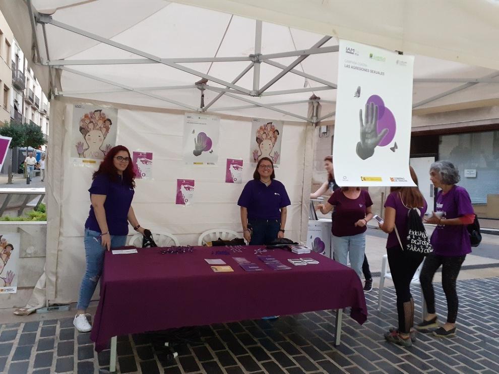 El punto violeta se instaló en el centro de Alcañiz.