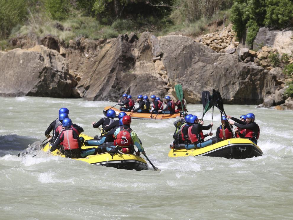 Descenso de barcas por el río Gállego.