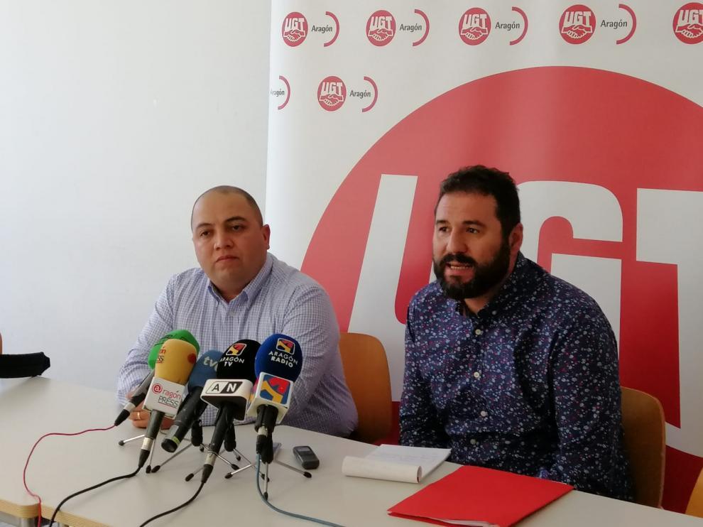 El trabajador de Glovo, Darwin Henríquez, junto a Rubén Ranz, coordinador de la plataforma Turespuestasindical.es del sindicato UGT