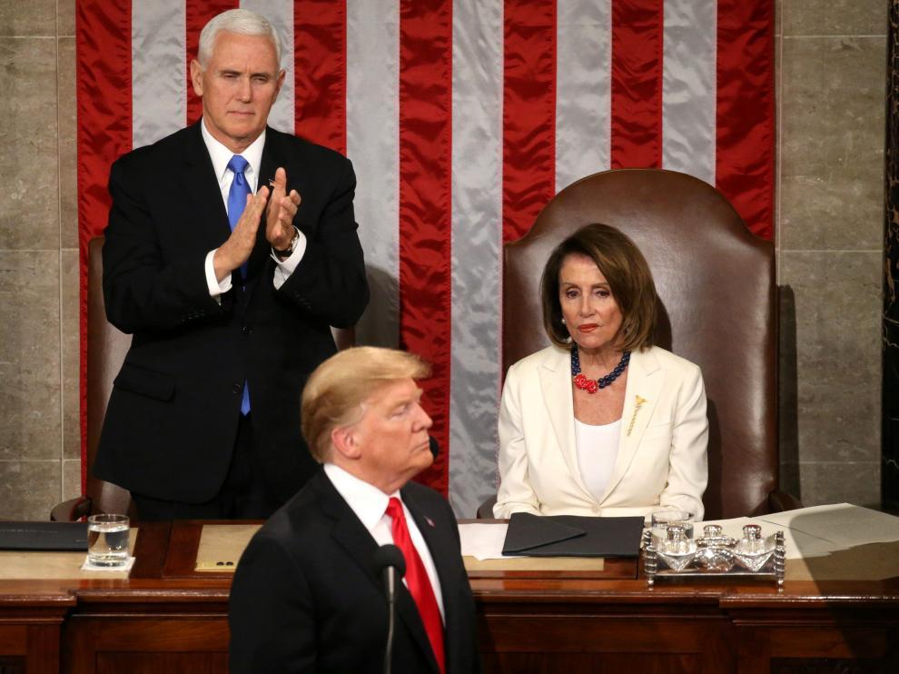 Mike Pence aplaude a Trump en presencia de Nancy Pelosy