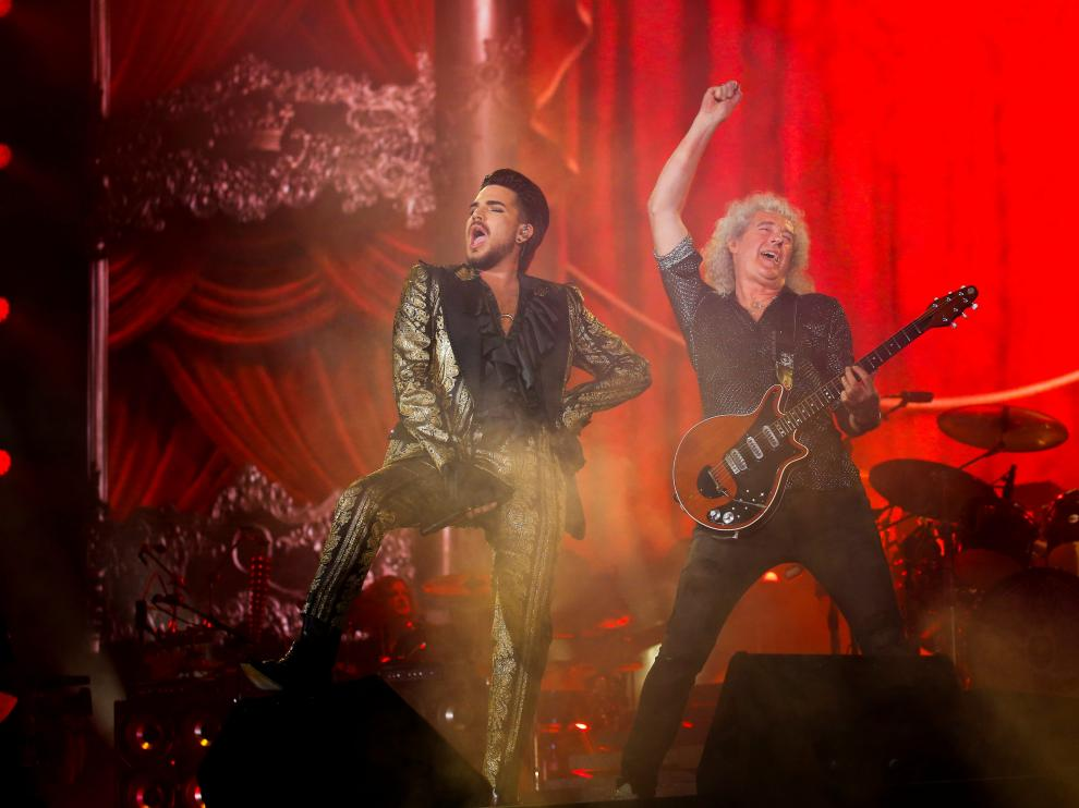 Adam Lambert (L) and Brian May of Queen perform onstage at the 2019 Global Citizen Festival at Central Park in New York, U.S., September 28, 2019. REUTERS/Eduardo Munoz [[[REUTERS VOCENTO]]] NEW YORK-GLOBAL CITIZEN FESTIVAL/