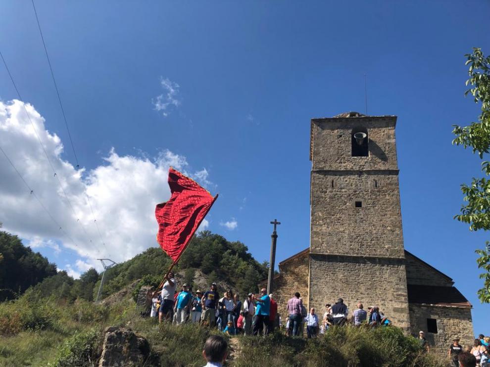 La campana de la iglesia de Jánovas ha vuelto al pueblo por la fiesta de San Miguel