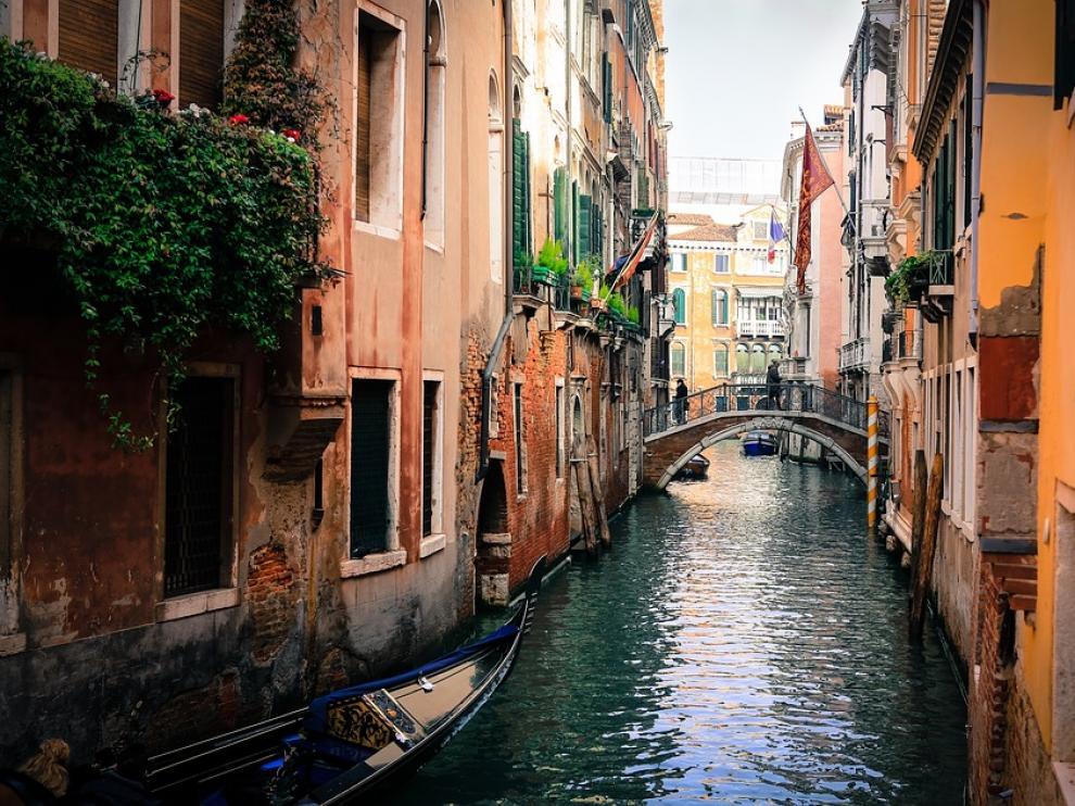 Uno de los pequeños canales de Venecia