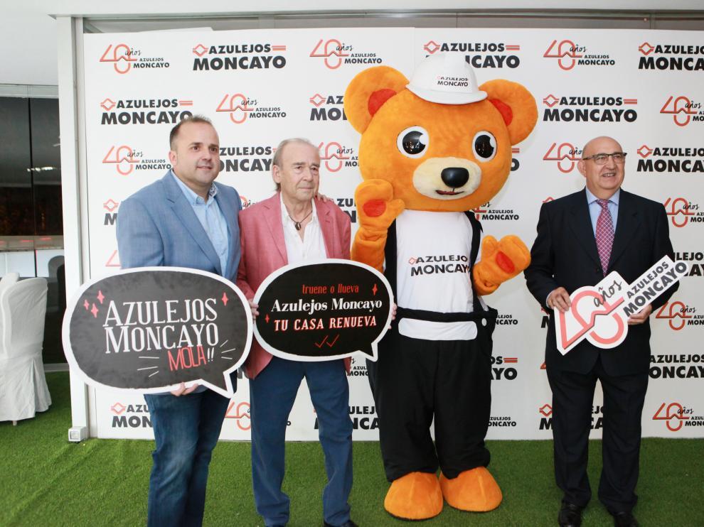 El gerente de Azulejos Moncayo, Roland Garrós, a la izquierda, en el photocall del evento.