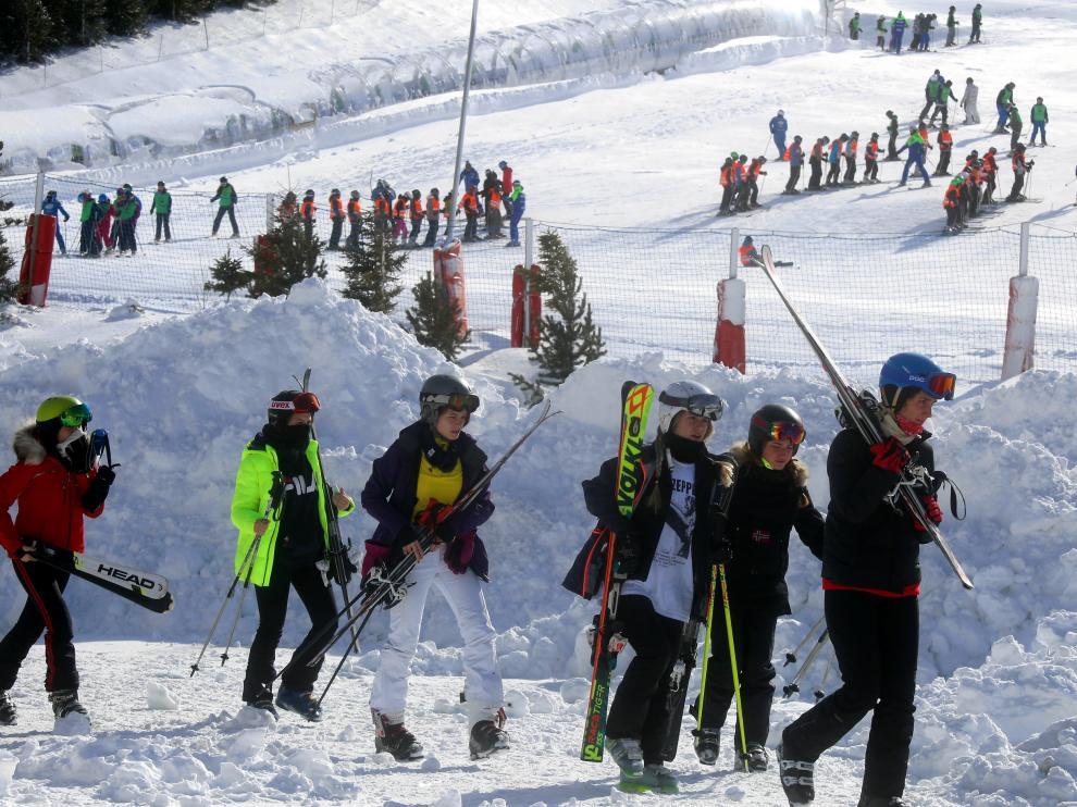 Esquiadores en la estación de Formigal la temporada pasada.