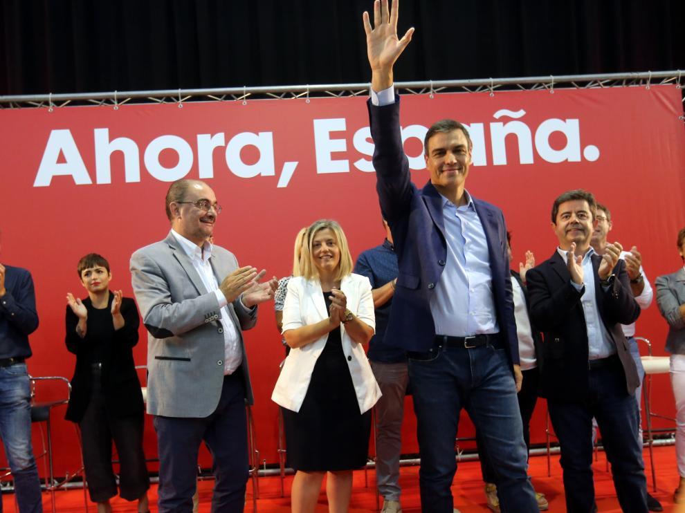 Pedro Sánchez saluda los militantes y simpatizantes en Huesca.
