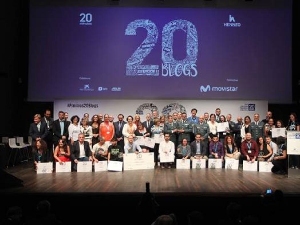 Foto de grupo de los galardonados y las autoridades tras la gala