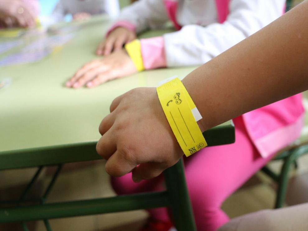Se reparten 50.000 pulseras identificativas para los niños por las fiestas del Pilar.