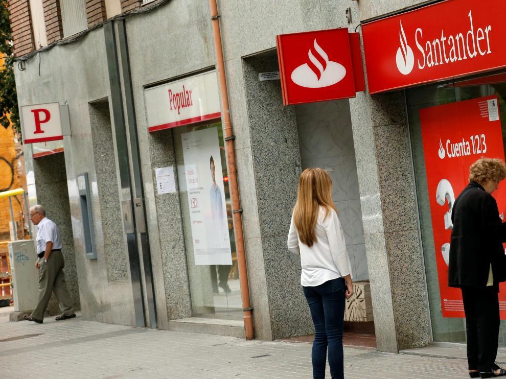 Oficinas del Banco Santander y Popular.