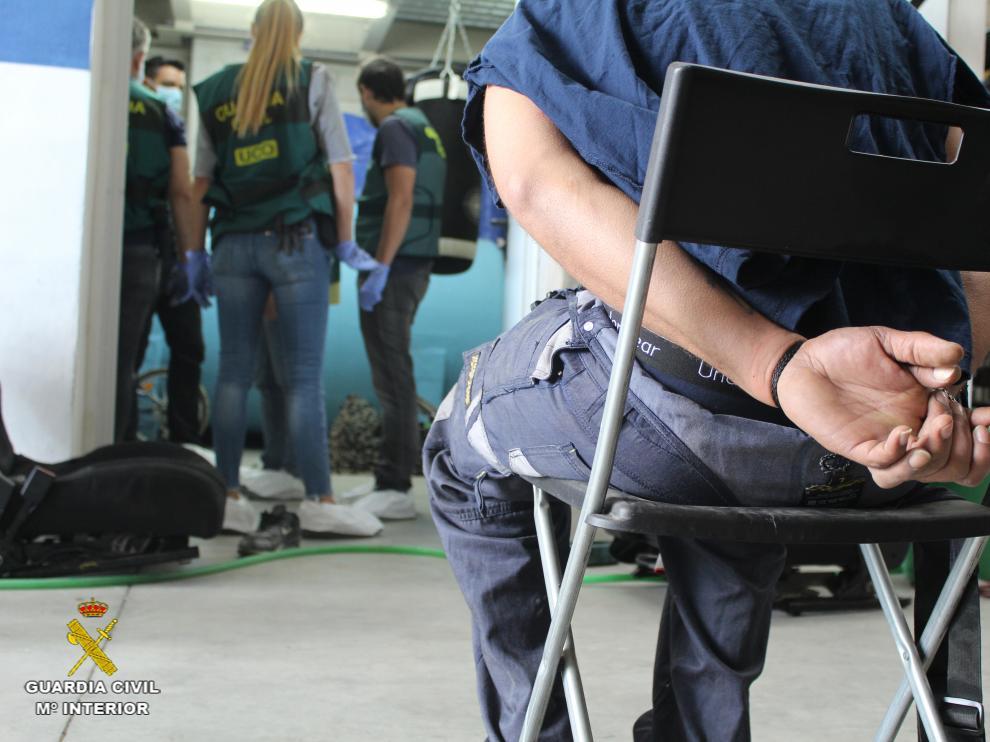 Momentos de las detenciones y los registros en Pedrola por el asesinato de José Antonio Delgado Fresnedo