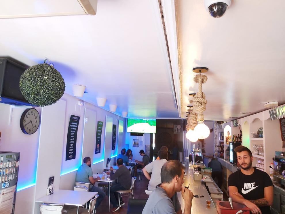 El bar Bahía de Ariño ha repartido una docena de décimos del primer premio de la Lotería.