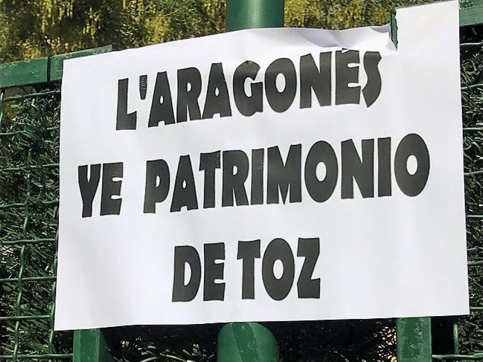 """La exconcejala de Lengua Aragonesa muestra su """"decepción y tristeza por la retirada de los carteles"""" en Huesca"""