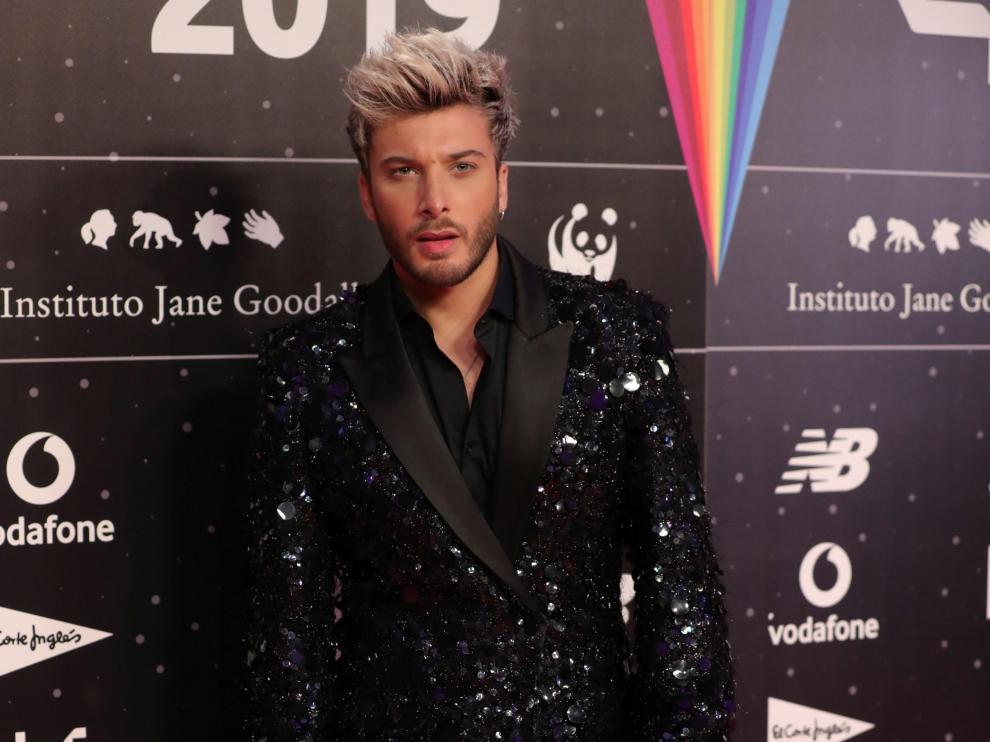 El cantante Blas Cantó posan a su llegada a la cena de los nominados de los 40 Music Awards celebrada este jueves en Madrid.