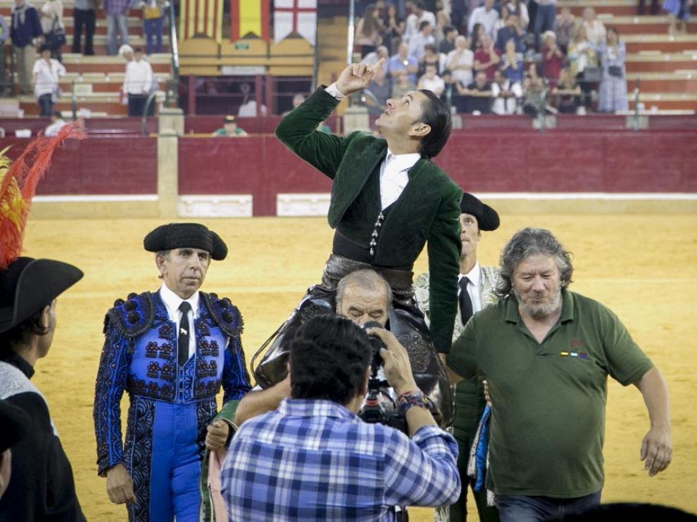 El rejonador Diego Ventura cortó tres orejas y salió a hombros por la Puerta Grande