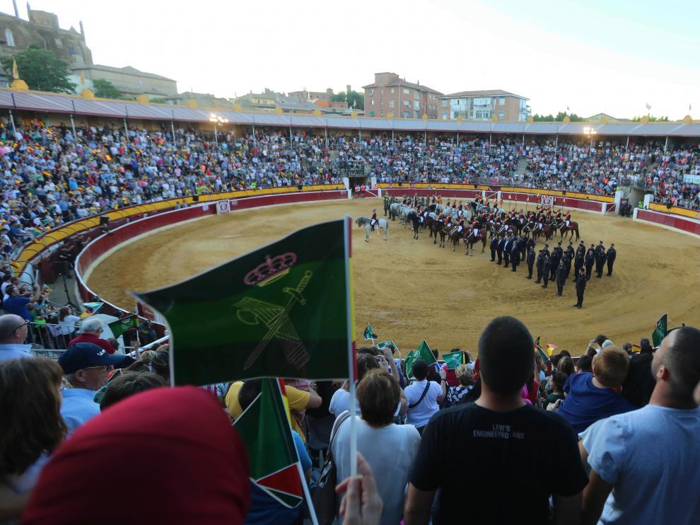 La exhibición de medios de la Guardia Civil llenó el viernes la plaza de toros de Huesca.