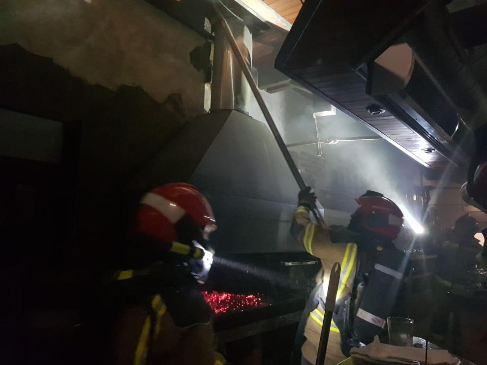 Un incendio causa daños materiales en la cocina de un restaurante de Teruel