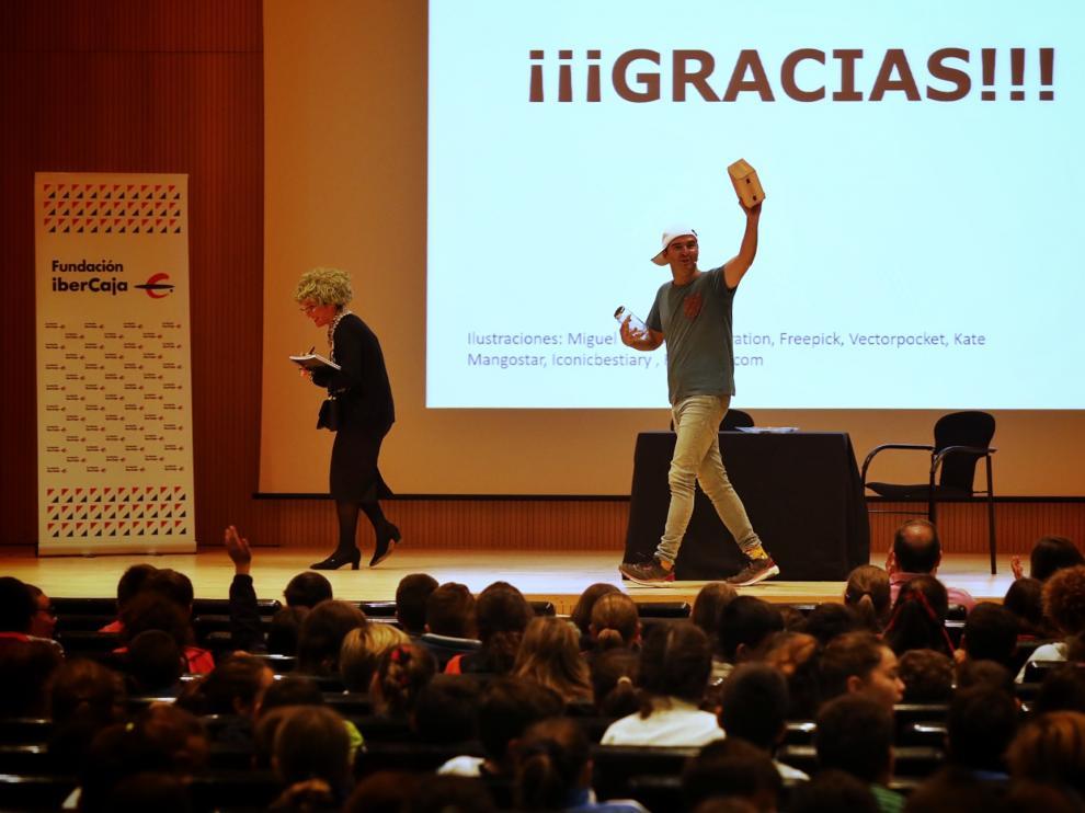 Actores de la obra de teatro sobre finanzas báscias en Ibercaja.