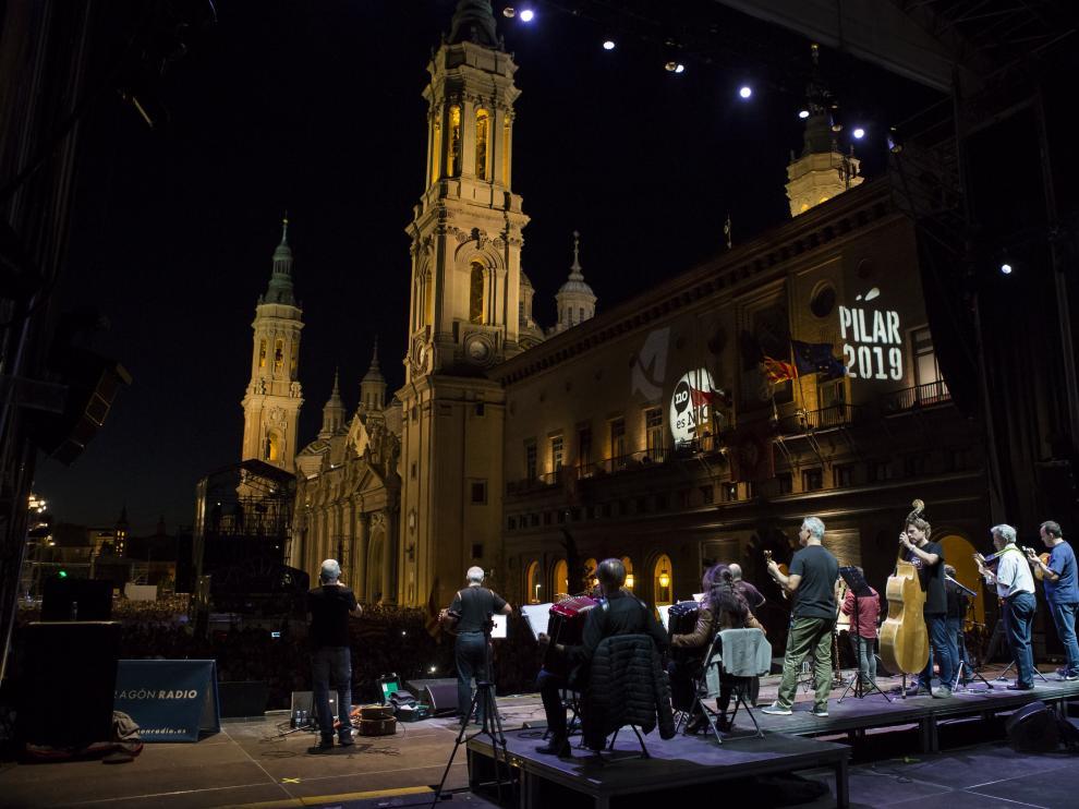 Concierto de La Ronda de Boltaña en la plaza del Pilar durante las Fiestas del Pilar de 2019 Zaragoza