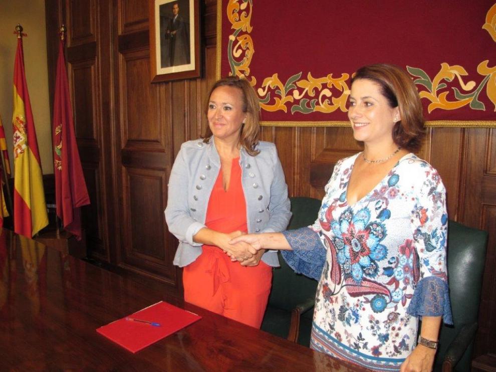 La alcaldesa de Teruel, Emma Buj, y la consejera de Presidencia y Relaciones Institucionales del Gobierno de Aragón, Mayte Pérez.